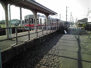 北鉄7000系到着