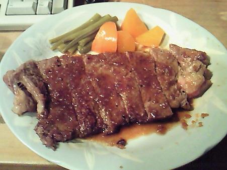 今日の晩ご飯は20000 円の和牛ステーキ!