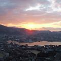 写真: 長崎市の夜明け。