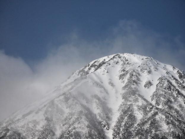 山の吹雪。