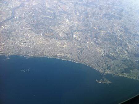 空から見た江ノ島と湘南