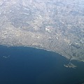 写真: 空から見た江ノ島と湘南