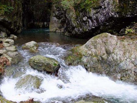 1992年2月10日・母を連れて行った、美霞洞温泉の周囲の、美しく静かな美霞洞渓谷