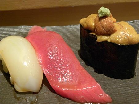 いか、マグロの赤身、ウニのお寿司