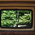 写真: 黒縁の窓