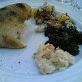 Photos: タコのサラダ、烏賊墨と海老のリゾットに焼きあがったパン