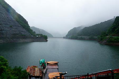 雨の名栗湖