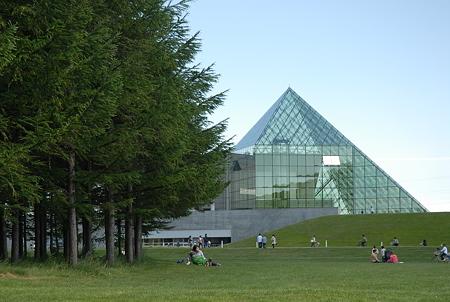 札幌・モエレ沼公園/ガラスのピラミッド