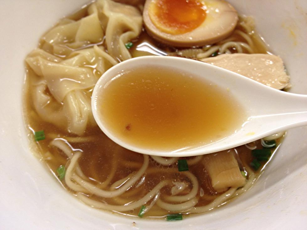 ワンタンメンのスープ