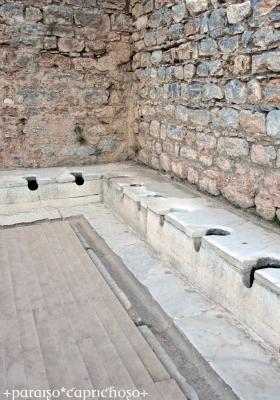 古代の公衆トイレ