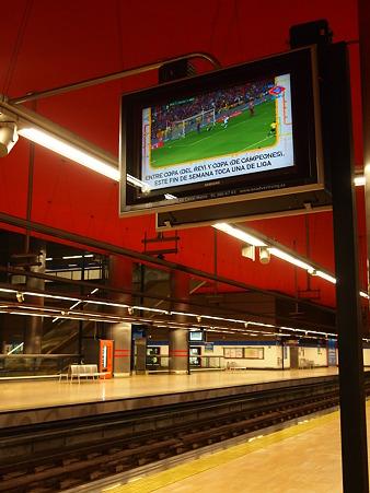 地下鉄のTV
