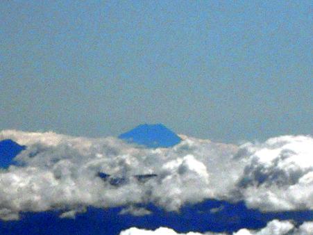 雲海に頭を出す富士山