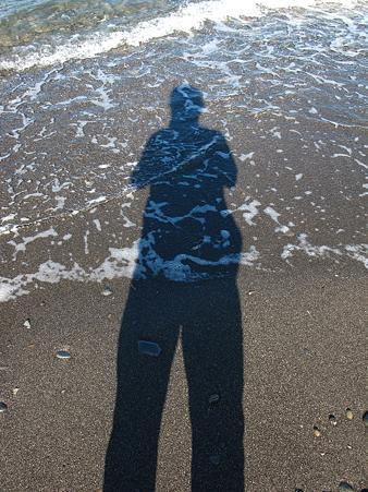 三保半島先端の波打ち際