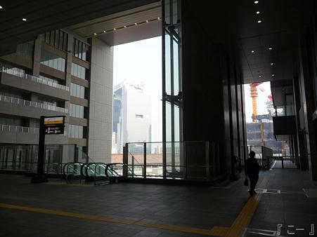 110416-17 大阪駅 (20)