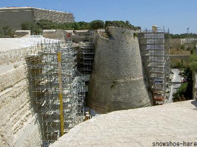 城壁修復中