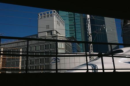 2010.10.11 都内 新幹線の通過するホーム