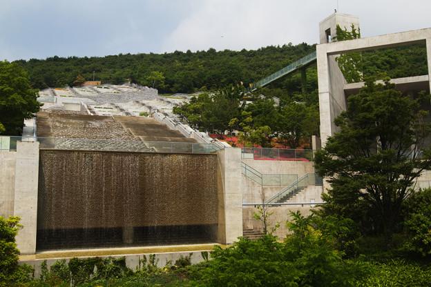 百段苑の滝
