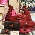 写真: 本館1階ベッツィジョンソンで新作バッグ発見!!2色展開のバッグ、財...