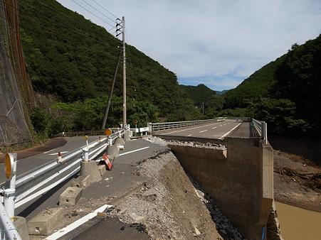 R424:みなべ町滝・明神トンネル北の崩落現場