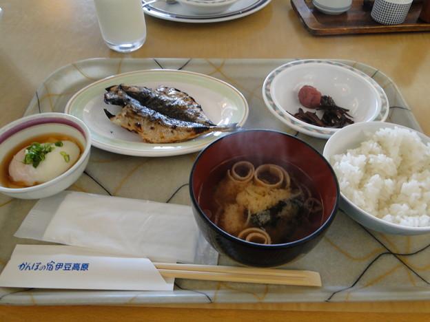 写真: 朝ご飯バイキング鰺の干物は焼きたてー