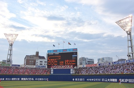 試合開始直後の横浜スタジアム