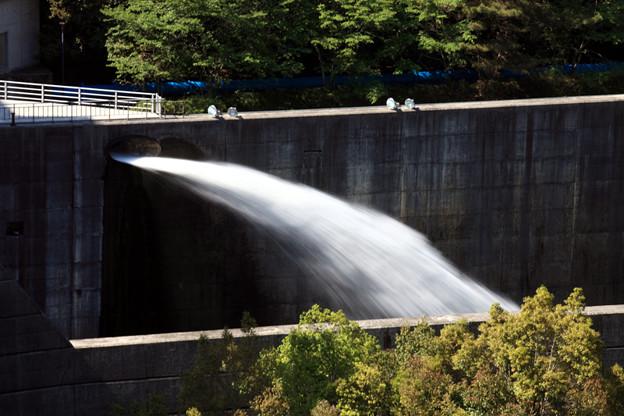 野村ダムの放水1